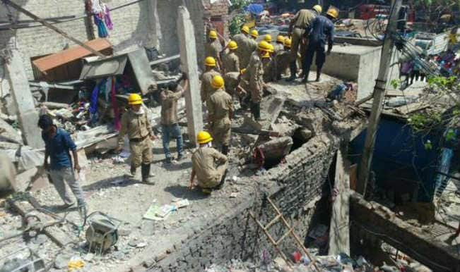 One dead, 11 injured in Delhi building collapse