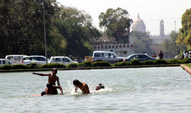 Mercury soars in New Delhi; records hottest day of the eyar