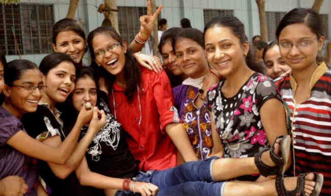 उप्र : बोर्ड परीक्षा के परिणाम घोषित, लड़कियां अव्वल