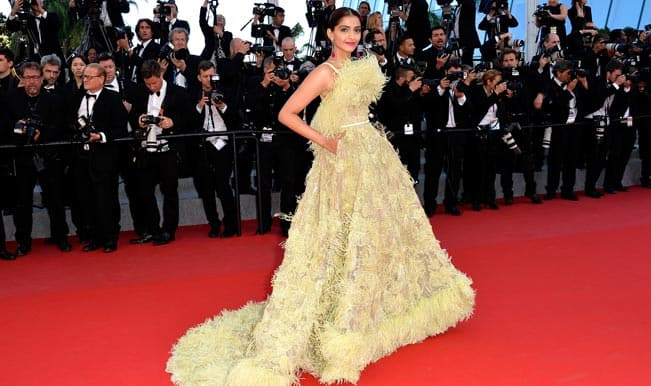 Cannes 2015: Sonam Kapoor turns our stomach right over with feathery dress; draws flak on Twitter!