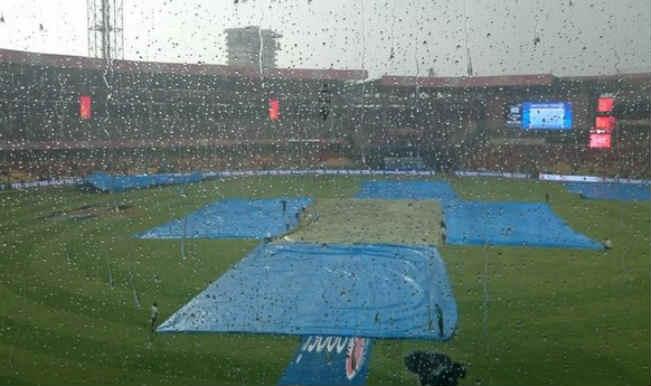 आईपीएल : बारिश के कारण रॉयल चैलेंजर्स, नाइट राइडर्स मैच शुरू होने में देरी
