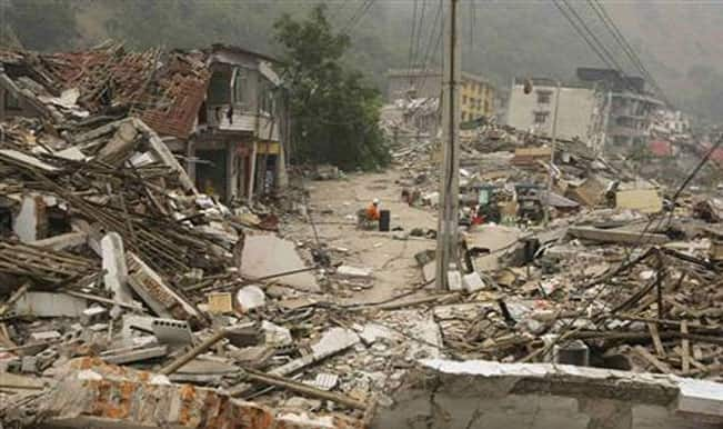 Latest News on Nepal Earthquake 2015: 37 dead in Nepal, 16 dead in India and 1,139 injured