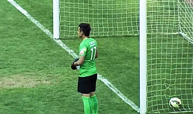 Can a player score goal while referee isn't paying attention? (Watch Funny Video)