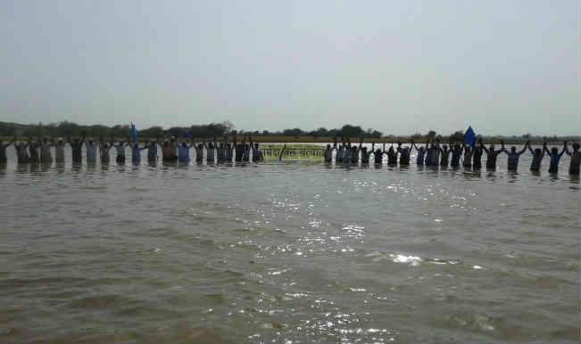 मप्र जल सत्याग्रह : 25वें दिन 23 की हालत बिगड़ी