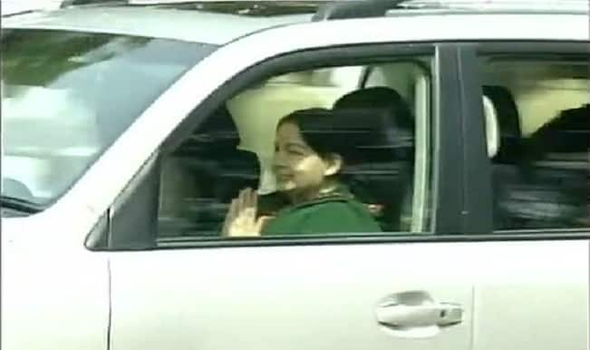 J Jayalalithaa to take oath as Chief Minister tommorrow