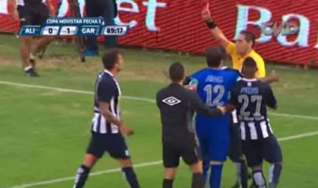 WTF! Peruvian referee brandishes 5 red cards in 5 minutes — Watch Video