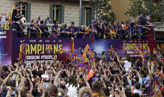 Fc Barcelona Trophy Parade Fans Lineup In Catalonia To Watch Luis Enrique S Treble Winners India Com