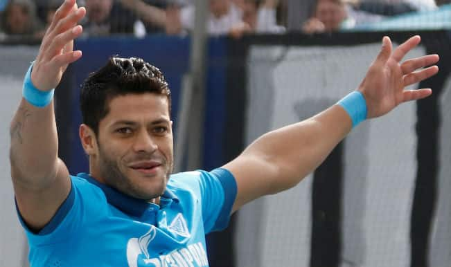 Hulk's powerful shot sends goalkeeper flying into the net (Watch Video)