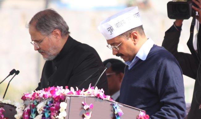 Arvind Kejriwal, Lt Governor Najeeb Jung maintain distance at yoga day event