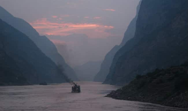 China ship capsize: Hundreds missing, 20 rescued after ferry sinks in Yangtze river