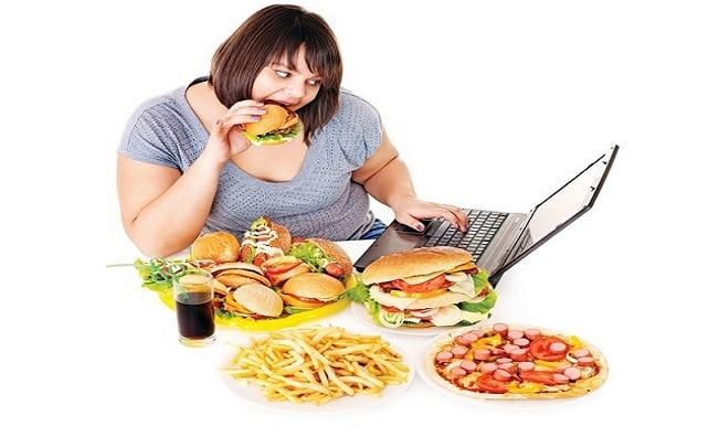 यदि रात में देर तक जागते हैं, तो कम खाएं खाना