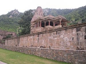 शाम होते ही बन जाता है भूतो का किला, सूर्यास्त के बाद लोगो को भारत सरकार खुद नही जाने देती है इस किले में
