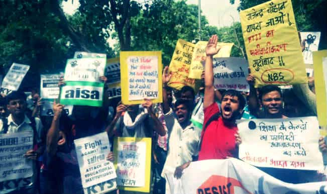 Opposing politicisation of FTII, student body continue to protest since past 22 days