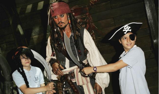Johnny Depp surprises children's hospital as Jack Sparrow