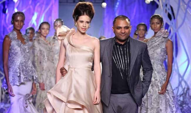 Amazon India Couture Week 2015: Kalki Koechlin dazzles as Gaurav Gupta's showstopper! (Video)