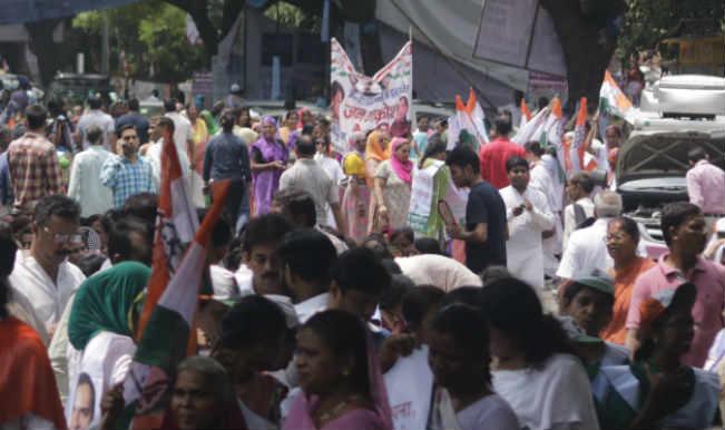 महिला कांग्रेस कार्यकर्ताओं का प्रदर्शन, सुषमा स्वराज का इस्तीफा मांगा