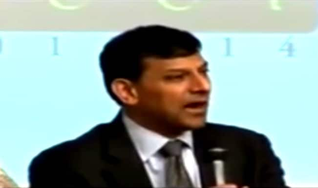 RBI Governor Raghuram Rajan shocked by 8th standard student's question: Watch viral video