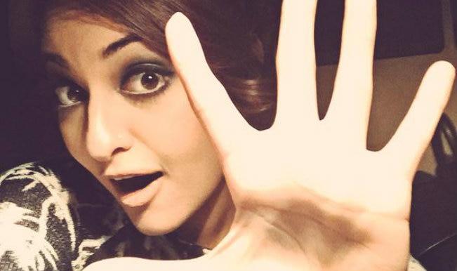 Image result for Awkward Bollywood selfie SONAKSHI SINHA