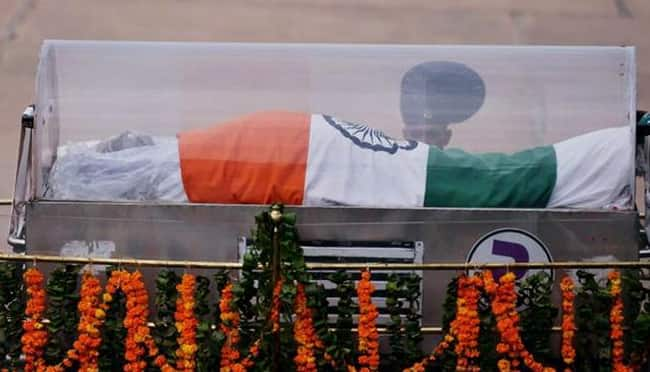 Dr. APJ Abdul Kalam cremation ceremony LIVE News Updates: Missile Man buried with full state honours, Nation bids farewell to Dr Kalam