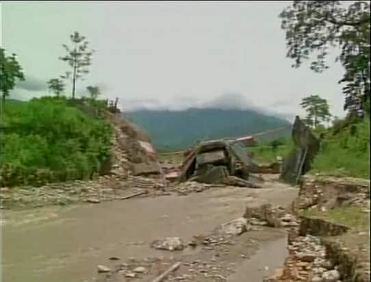 Heavy rains cause landslides in West Bengal; More than 10 people dead