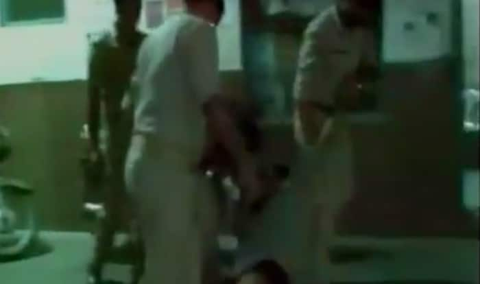 Drunk policeman on duty creates commotion at railway station in Uttar Pradesh (Video)