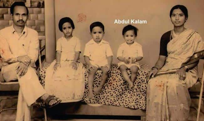 Childhood picture of Dr APJ Abdul Kalam with family goes