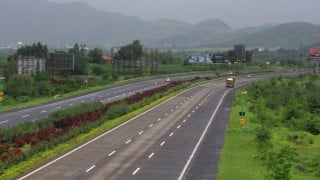 3 Youngsters Dead, 2 Injured in an Accident on Mumbai-Pune Expressway
