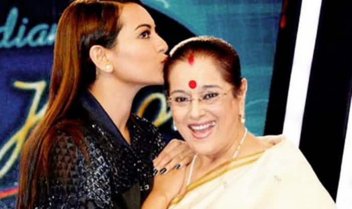 Indian Idol Junior 2015: Sonakshi Sinha's aww moment with mom!