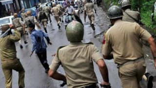 15 injured as mobs defy curfew to indulge in stone-pelting