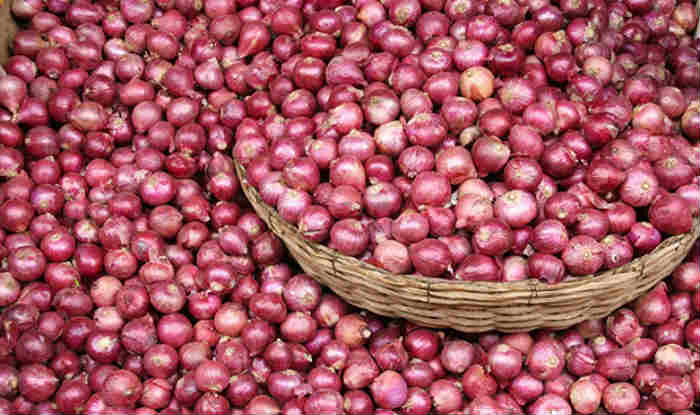 Onion prices fall below Rs 50 per kg at Lasalgaon on export curbs