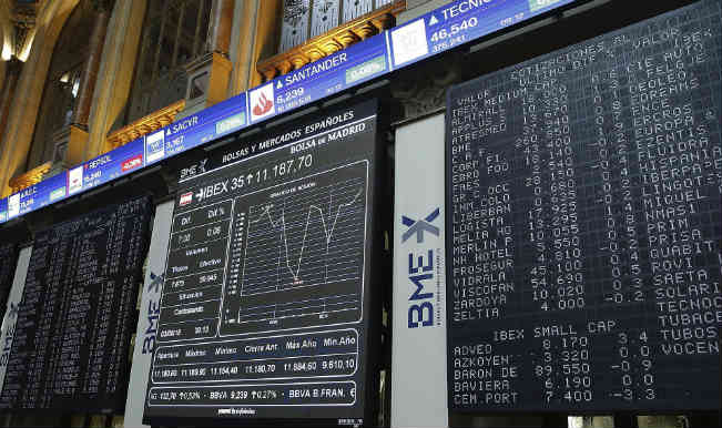 ग्रीस के बाजार वापस खुले, शेयर लुढ़के