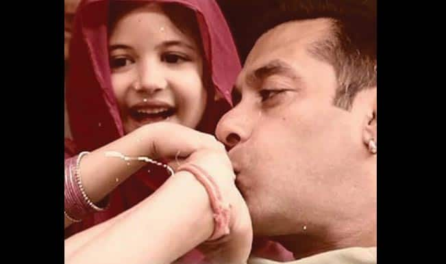 This Salman Khan-Harshaali Malhotra picture from Bajrangi Bhaijaan is most adorable ever!