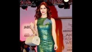 Lakme Fashion Week 2015: Lauren Gottlieb shimmers in green for Baggit