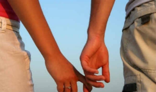 Live-In Relationship: पति को छोड़ दूसरे के साथ रह रही महिला को हाईकोर्ट से झटका, लगाया जुर्माना