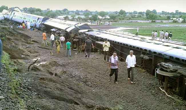 Kamayani and Janata Express derailment Live News Updates: Death toll reaches 30, 300 rescued