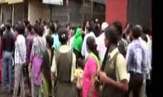 Watchman held for molesting girl students in Nalasopara school; parents beat him up! (Watch video)