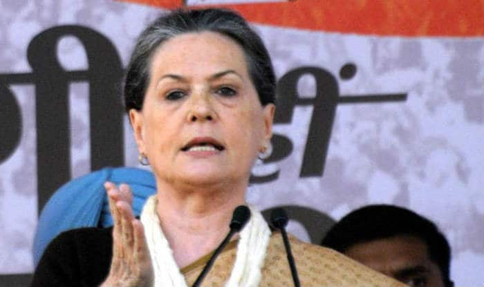 Sonia Gandhi, Priyanka Vadra reach Shimla for inspecting cottage