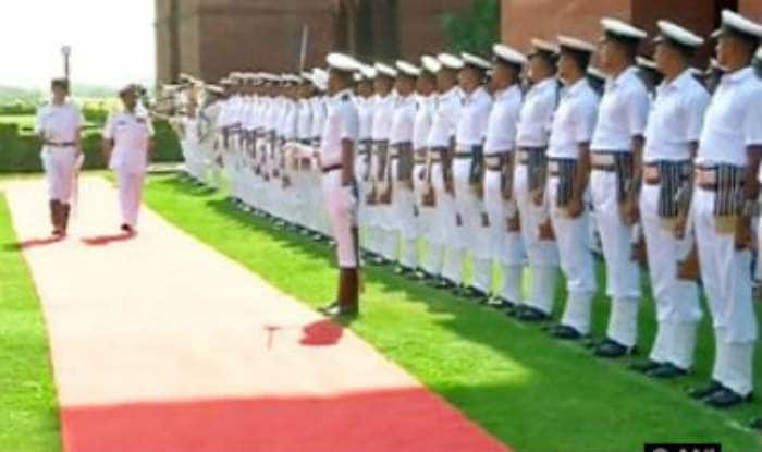 Commander of the Royal Navy of Oman receives guard of honour