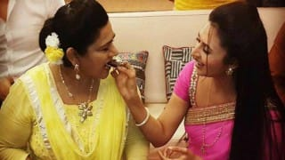 OMG! Ishita is pregnant in Yeh Hai Mohabbatein - It's celebration time for Bhalla family