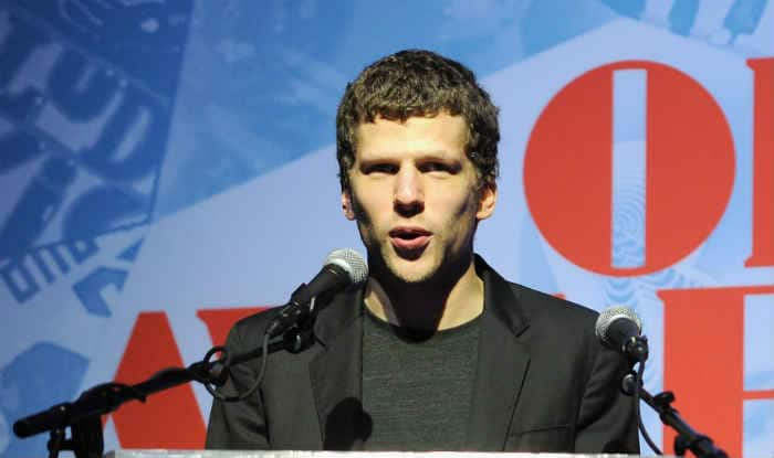 Jesse Eisenberg: Batman v Superman not cartoonish superhero film