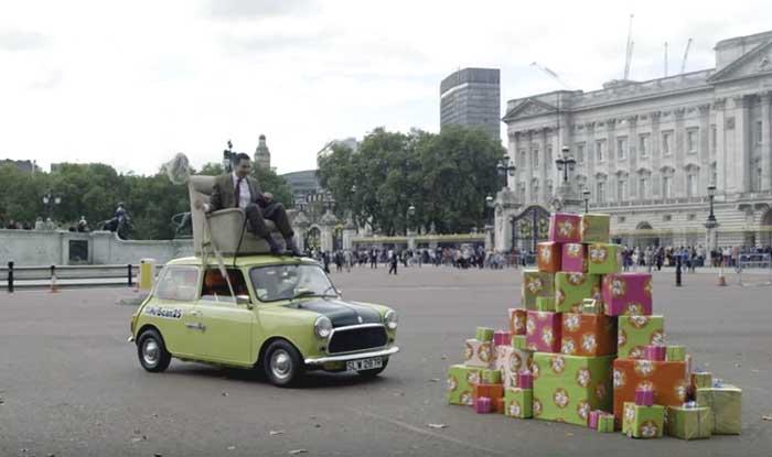 Mr Bean 25th Anniversary: Rowan Atkinson drives atop his green Mini to Buckingham Palace to celebrate