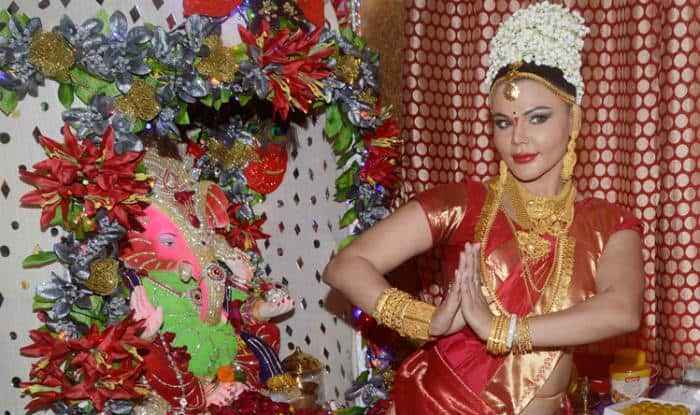Rakhi Sawant hilarious dance to please Lord Ganesha (Video)