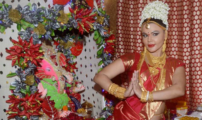 Rakhi Sawant hilarious dance to please Lord Ganesha (Video)