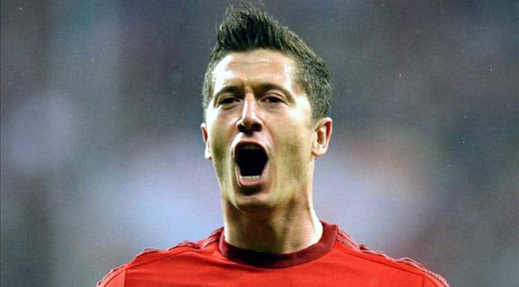 Robert Lewandowski scores 5 goals in 9 minutes to help Bayern Munich win 5-1 against Wolfsburg during Bundesliga match
