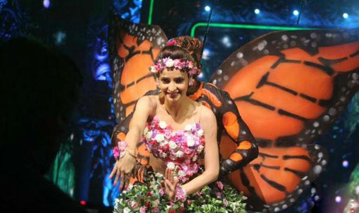 Jhalak Dikhhla Jaa Reloaded: Sanaya Irani stuns us with her aerial act!