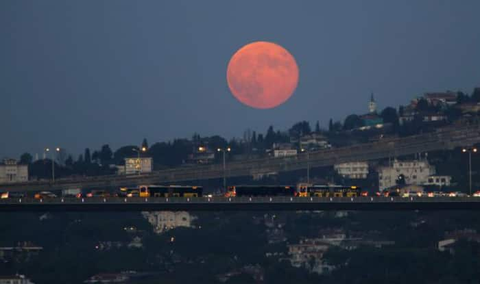 red moon today india time - photo #4