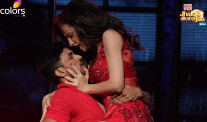 Jhalak Dikhhla Jaa Reloaded: Sanaya Irani's hot & sexy performance is the highlight of tonight's episode!