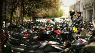 दिल्ली: शब-ए-बारात के दौरान 2000 से अधिक बाइक सवारों के काटे चालान, सड़क पर कर रहे थे करतब