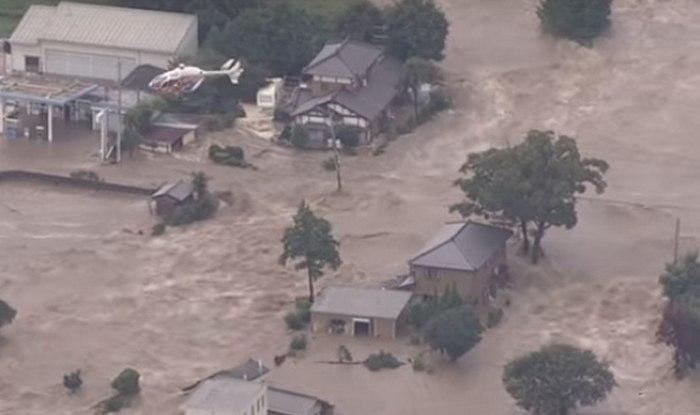 Japan floods: Tsunami-like water all over due to Typhoon Etau, thousands evacuated (Video)