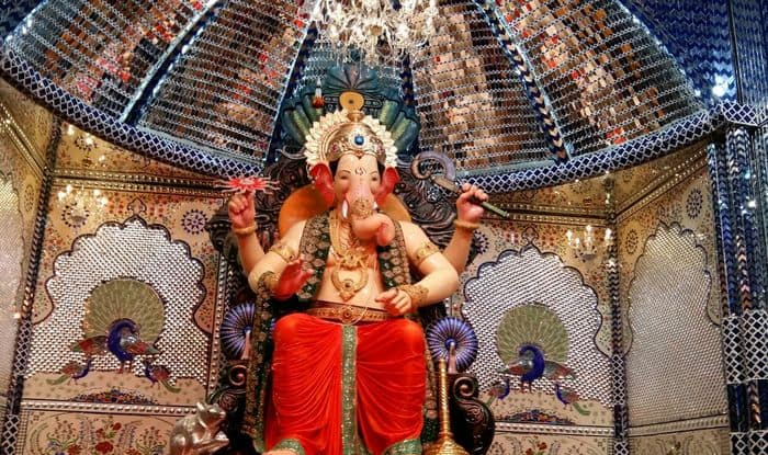 Ganesh Festival: Lalbaugcha Raja 2015 first look pictures of Sheesh Mahal go viral!
